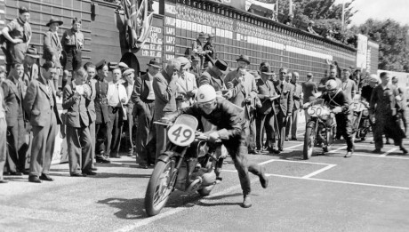 BMW-Classic-brings-past-and-present-together-at-the-Isle-of-Man-Classic-TT-01-460x261