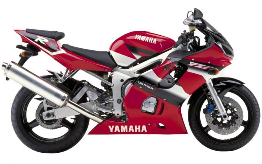 Yamaha R6 2001 on a white background